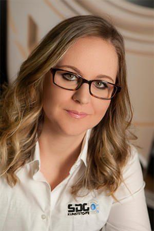 Katja Langenbach – Gesellschafterin und Ihre Ansprechpartnerin im Bereich Marketing, Verkauf und der Qualitästsicherung