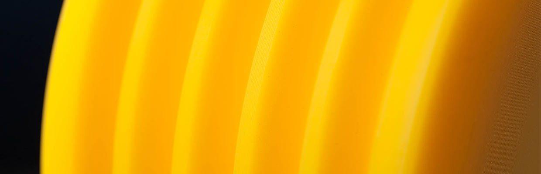 Seilrolle aus PA 6 G + ÖL in der Farbe Gelb für die Aufzugindustrie.
