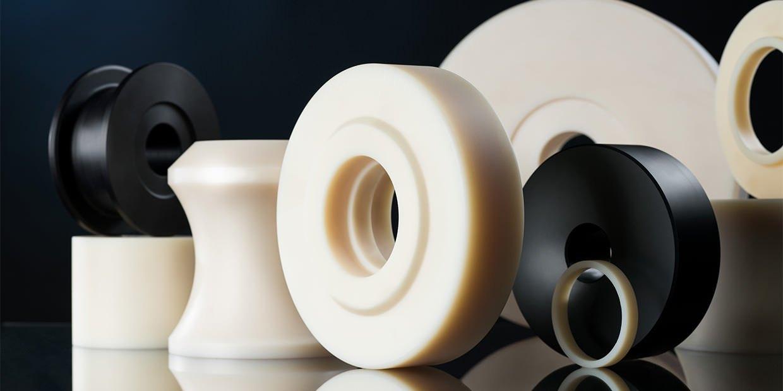 Laufrollen, Seilrollen, Ringe, Umlenkrollen aus Thermoplasten, wie z.B. Polyamid, Polyethylen oder Polyoxymethylen und anderen Standard und Hochleistungskunststoffen.