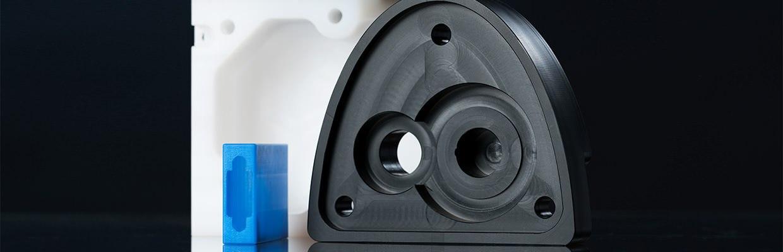 Getriebegehäuse aus Polyamid, Dongelgehäuse aus PA 6 G blau, welches unter anderem in der Elektrotechnik und der Mechanik Verwendeung findet.