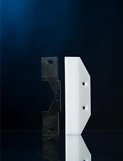 Ein Abstreifer aus technischen Kunststoffen zum Schutz vor eindringenden groben Spänen und Schmutzpartikeln im Maschinenbau.
