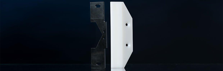Abstreifer aus thermoplastischen Kunststoffen zum Schutz vor eindringenden groben Spänen und Schmutzpartikeln im Maschinenbau.
